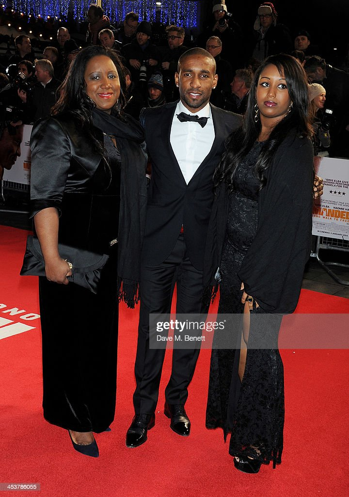 <a gi-track='captionPersonalityLinkClicked' href=/galleries/search?phrase=Jermain+Defoe&family=editorial&specificpeople=171106 ng-click='$event.stopPropagation()'>Jermain Defoe</a> (C) with mother and sister Jade Defoe attend the Royal Film Performance of 'Mandela: Long Walk to Freedom' at Odeon Leicester Square on December 5, 2013 in London, United Kingdom.