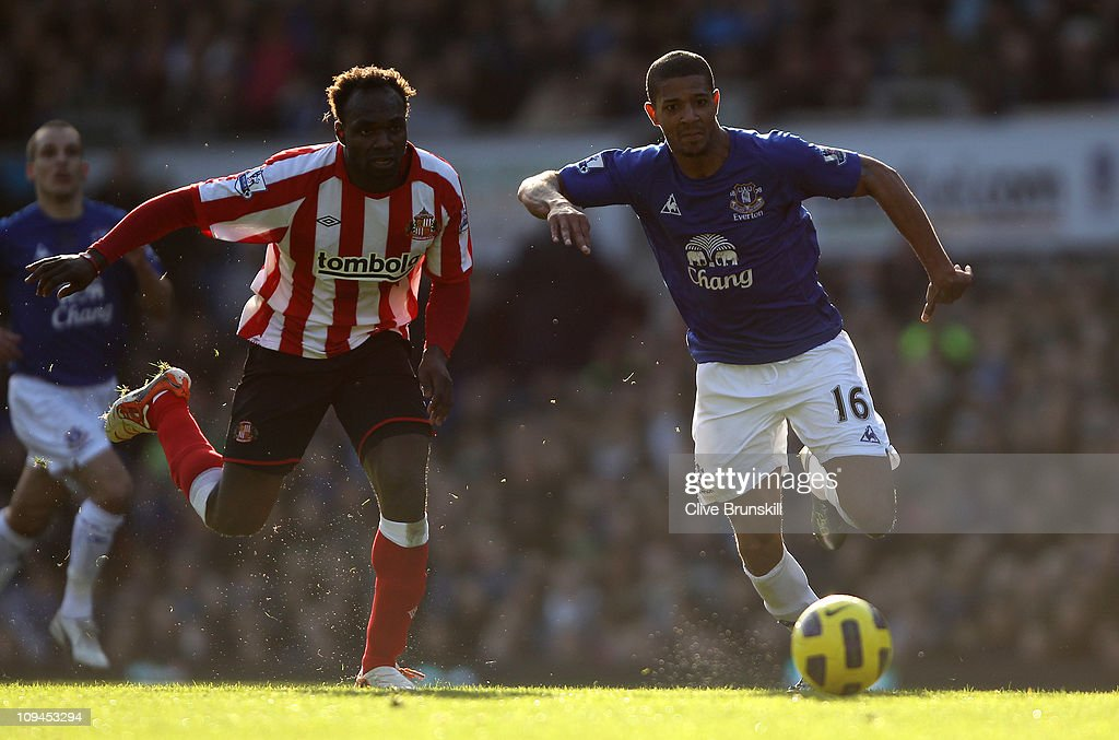 <a gi-track='captionPersonalityLinkClicked' href=/galleries/search?phrase=Jermaine+Beckford&family=editorial&specificpeople=3132377 ng-click='$event.stopPropagation()'>Jermaine Beckford</a> of Everton attempts to move forward with the ball against <a gi-track='captionPersonalityLinkClicked' href=/galleries/search?phrase=John+Mensah&family=editorial&specificpeople=548020 ng-click='$event.stopPropagation()'>John Mensah</a> of Sunderland during the Barclays Premier League match between Everton and Sunderland at Goodison Park on February 26, 2011 in Liverpool, England.