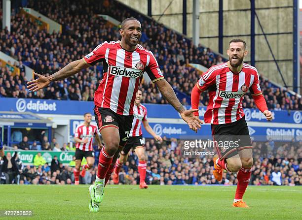 Jermaine Defoe of Sunderland celebrates his goa Sunderland's second during the Barclays Premier League match between Everton and Sunderland at...