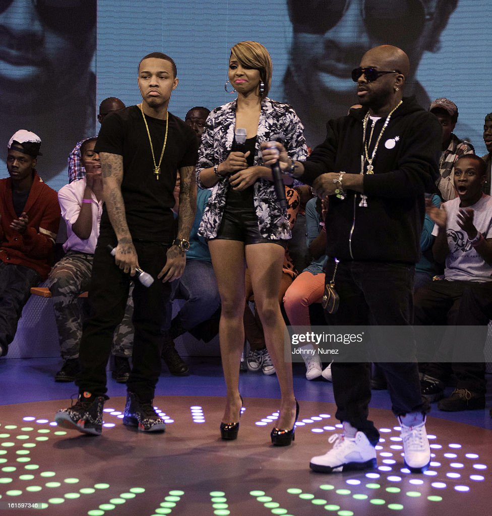 <a gi-track='captionPersonalityLinkClicked' href=/galleries/search?phrase=Jermaine+Dupri&family=editorial&specificpeople=201712 ng-click='$event.stopPropagation()'>Jermaine Dupri</a> (r) visits BET's '106 & Park' with hosts <a gi-track='captionPersonalityLinkClicked' href=/galleries/search?phrase=Bow+Wow+-+Rapper&family=editorial&specificpeople=211211 ng-click='$event.stopPropagation()'>Bow Wow</a> (L) and Ms. Mykie (c) at BET Studios on February 11, 2013 in New York City.