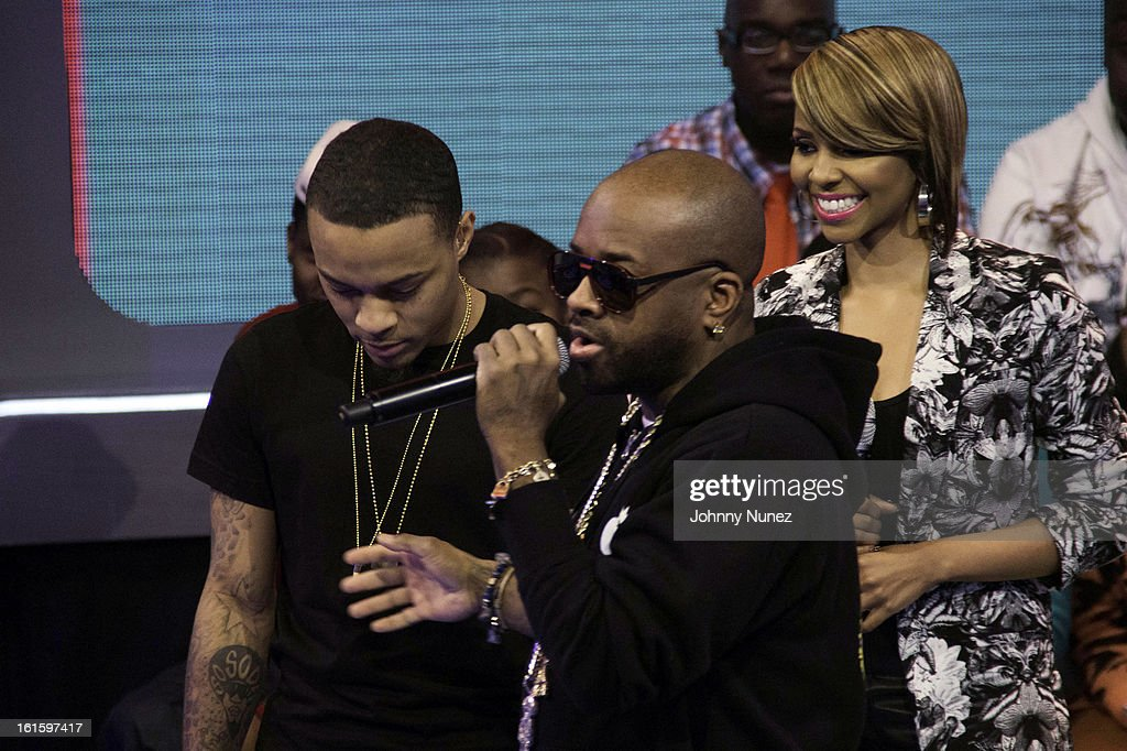 <a gi-track='captionPersonalityLinkClicked' href=/galleries/search?phrase=Jermaine+Dupri&family=editorial&specificpeople=201712 ng-click='$event.stopPropagation()'>Jermaine Dupri</a> (c) visits BET's '106 & Park' with hosts <a gi-track='captionPersonalityLinkClicked' href=/galleries/search?phrase=Bow+Wow+-+Rapper&family=editorial&specificpeople=211211 ng-click='$event.stopPropagation()'>Bow Wow</a> (L) and Ms. Mykie (r) at BET Studios on February 11, 2013 in New York City.