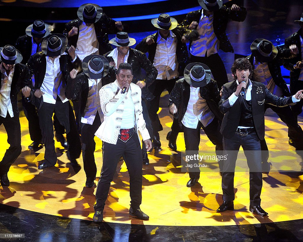 <a gi-track='captionPersonalityLinkClicked' href=/galleries/search?phrase=Jermaine+Jackson&family=editorial&specificpeople=204742 ng-click='$event.stopPropagation()'>Jermaine Jackson</a> and <a gi-track='captionPersonalityLinkClicked' href=/galleries/search?phrase=Sonu+Nigam&family=editorial&specificpeople=3019678 ng-click='$event.stopPropagation()'>Sonu Nigam</a> perform at the IIFA Fashion Rocks Party at the Heritage Court, Exhibition Place on June 24, 2011 in Toronto, Canada.