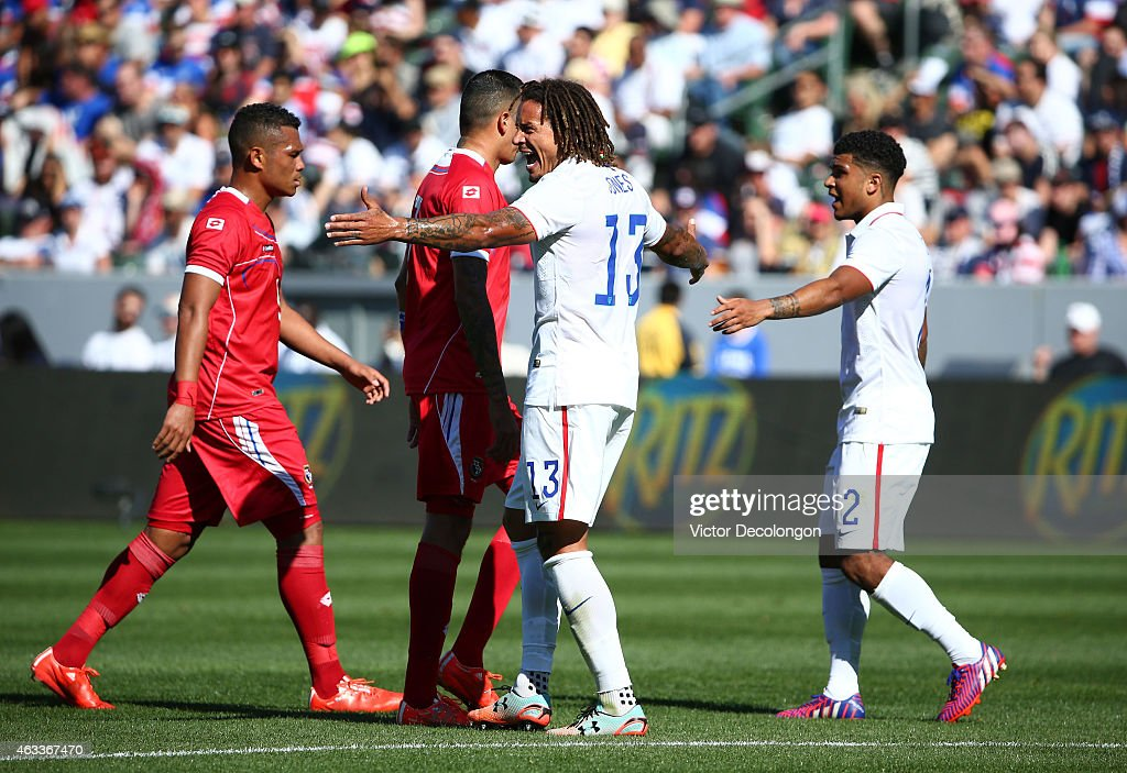 <a gi-track='captionPersonalityLinkClicked' href=/galleries/search?phrase=Jermaine+Jones+-+Futebolista&family=editorial&specificpeople=12906336 ng-click='$event.stopPropagation()'>Jermaine Jones</a> #13 and <a gi-track='captionPersonalityLinkClicked' href=/galleries/search?phrase=DeAndre+Yedlin&family=editorial&specificpeople=10292103 ng-click='$event.stopPropagation()'>DeAndre Yedlin</a> #2 of the USA tighten up the defensive back line against Panama during the international men's friendly match at StubHub Center on February 8, 2015 in Los Angeles, California. The USA defeated Panama 2-0.