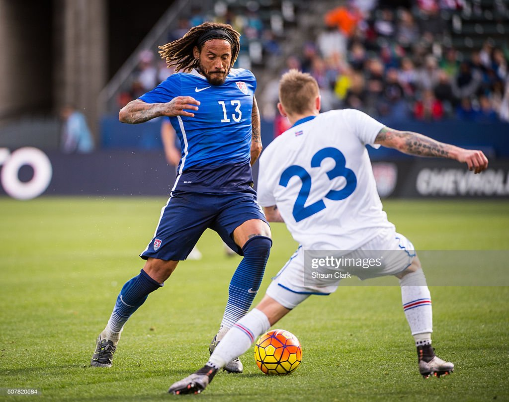 <a gi-track='captionPersonalityLinkClicked' href=/galleries/search?phrase=Jermaine+Jones+-+Futebolista&family=editorial&specificpeople=12906336 ng-click='$event.stopPropagation()'>Jermaine Jones</a> #13 of the United States charges upfield as Ari Freyr Skulason #23 of Iceland defends during the International Soccer Friendly match between the United States and Iceland at the StubHub Center on January 31, 2016 in Carson, California. The United States won the match 3-2.