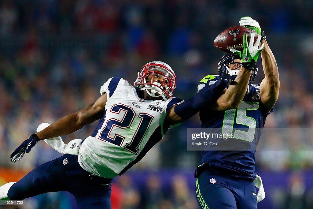 Jermaine Kearse #15 of the Seattle Seahawks and Malcolm Butler #21 of the New England Patriots stretch to catch the ball in the third quarter during Super Bowl XLIX at University of Phoenix Stadium on February 1, 2015 in Glendale, Arizona.