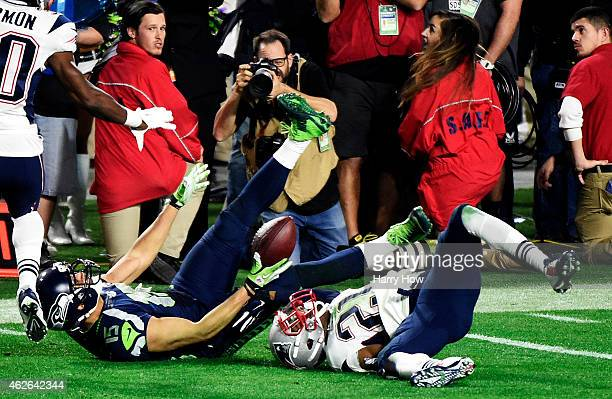 Jermaine Kearse of the Seattle Seahawks makes a catch over Malcolm Butler of the New England Patriots in the fourth quarter during Super Bowl XLIX at...