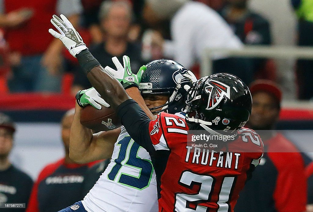 Jermaine Kearse #15 of the Seattle Seahawks pulls in this reception against Desmond Trufant #21 of the Atlanta Falcons at Georgia Dome on November 10, 2013 in Atlanta, Georgia.