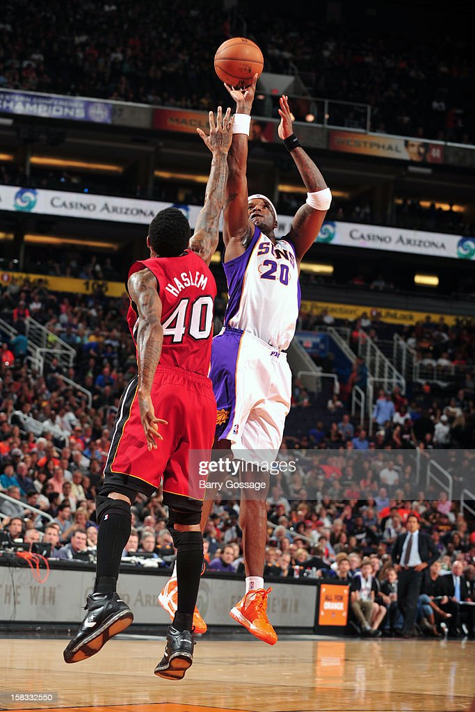 <a gi-track='captionPersonalityLinkClicked' href=/galleries/search?phrase=Jermaine+O%27Neal&family=editorial&specificpeople=201524 ng-click='$event.stopPropagation()'>Jermaine O'Neal</a> #20 of the Phoenix Suns takes a shot over <a gi-track='captionPersonalityLinkClicked' href=/galleries/search?phrase=Udonis+Haslem&family=editorial&specificpeople=201748 ng-click='$event.stopPropagation()'>Udonis Haslem</a> #40 of the Miami Heat on November 17, 2012 at U.S. Airways Center in Phoenix, Arizona.
