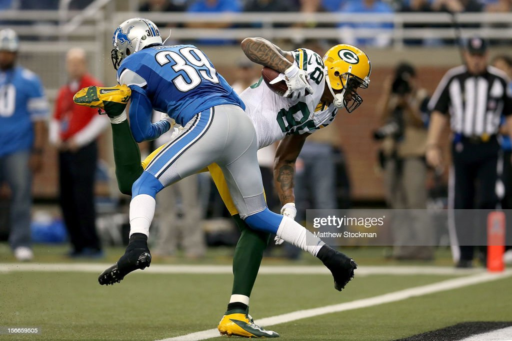 Jermichael Finley #88 of the Green Bay Packers crosses the goal line against Ricardo Silva #39 of the Detroit Lions at Ford Field on November 18, 2012 in Detroit, Michigan.