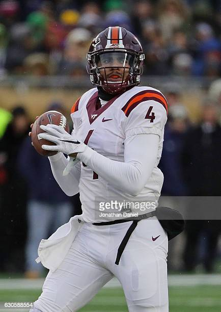 Jerod Evans of the Virginia Tech Hokies looks for a receiver against the Notre Dame Fighting Irish at Notre Dame Stadium on November 19 2016 in South...