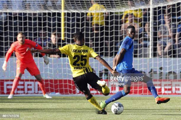 Jeroen Zoet of PSV Kelechi Nwakali of VVVVenlo Nicolas IsimatMirin of PSV during the Dutch Eredivisie match between VVV Venlo and PSV Eindhoven at...