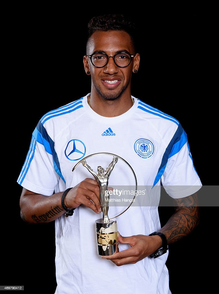 <a gi-track='captionPersonalityLinkClicked' href=/galleries/search?phrase=Jerome+Boateng&family=editorial&specificpeople=2192287 ng-click='$event.stopPropagation()'>Jerome Boateng</a> of Germany, winners of the Laureus World Team of the Year 2015 poses with the award at the Villa Kennedy hotel on March 23, 2015 in Frankfurt, Germany.
