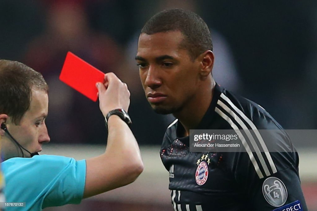 <a gi-track='captionPersonalityLinkClicked' href=/galleries/search?phrase=Jerome+Boateng&family=editorial&specificpeople=2192287 ng-click='$event.stopPropagation()'>Jerome Boateng</a> of Muenchen receives the Red Crad from referee William Collum during the UEFA Champions League Group F match between FC Bayern Muenchen and FC BATE Borisov at Allianz Arena on December 5, 2012 in Munich, Germany.
