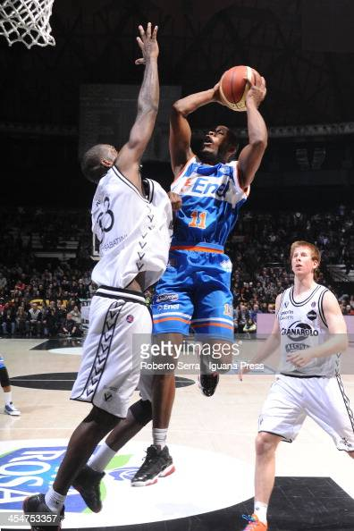 Jerome Dyson of Enel competes with Shawn King of Granarolo during the LegaBasket Serie A1 match between Granarolo Bologna and Enel Brindisi at Unipol...