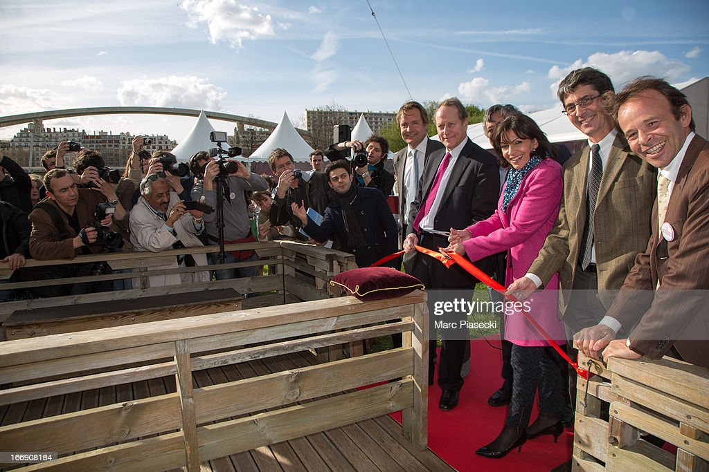 Jerome Giacomoni; Claude Tendil , Anne Hidalgo, Jean-Felix Bernard and Matthieu Gobbi attend the launch of the new Paris Observatory Atmospheric Generali balloon, at Parc Andre Citroen on April 18, 2013 in Paris, France. The balloon will monitor air pollution which it will then display via a LED light device.