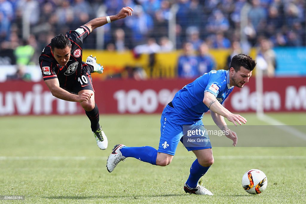 Jerome Gondorf (R) of Darmstadt is challenged by Marco Fabian of Frankfurt during the Bundesliga match between SV Darmstadt 98 and Eintracht Frankfurt at Merck-Stadion am Boellenfalltor on April 30, 2016 in Darmstadt, Hesse.