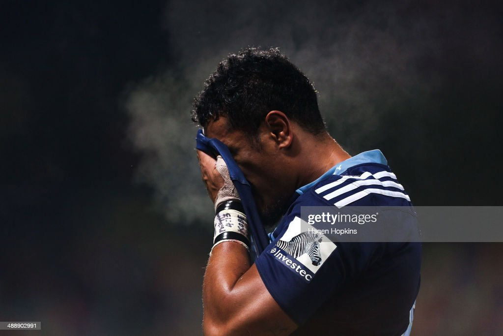 <a gi-track='captionPersonalityLinkClicked' href=/galleries/search?phrase=Jerome+Kaino&family=editorial&specificpeople=566976 ng-click='$event.stopPropagation()'>Jerome Kaino</a> of the Blues takes some time out during the round 13 Super Rugby match between the Chiefs and the Blues at Yarrow Stadium on May 9, 2014 in New Plymouth, New Zealand.