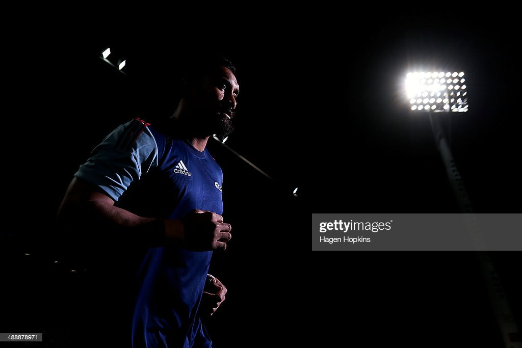 <a gi-track='captionPersonalityLinkClicked' href=/galleries/search?phrase=Jerome+Kaino&family=editorial&specificpeople=566976 ng-click='$event.stopPropagation()'>Jerome Kaino</a> of the Blues takes the field to warm up during the round 13 Super Rugby match between the Chiefs and the Blues at Yarrow Stadium on May 9, 2014 in New Plymouth, New Zealand.