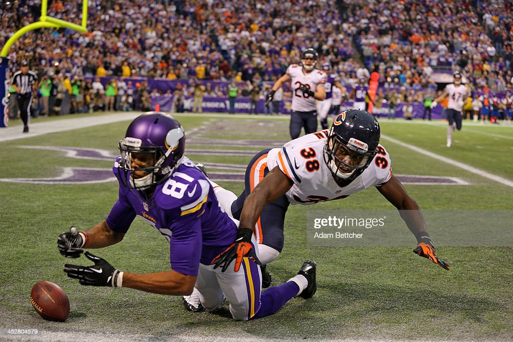<a gi-track='captionPersonalityLinkClicked' href=/galleries/search?phrase=Jerome+Simpson&family=editorial&specificpeople=5085139 ng-click='$event.stopPropagation()'>Jerome Simpson</a> #81 of the Minnesota Vikings misses the completion while <a gi-track='captionPersonalityLinkClicked' href=/galleries/search?phrase=Zack+Bowman&family=editorial&specificpeople=5575479 ng-click='$event.stopPropagation()'>Zack Bowman</a> #38 of the Chicago Bears applies pressure on December 1, 2013 at Mall of America Field at the Hubert Humphrey Metrodome in Minneapolis, Minnesota.