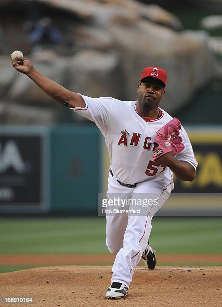 Jerome Williams of the Los Angeles Angels of Anaheim pitches against the Chicago White Sox at Angel Stadium of Anaheim on May 16 2013 in Anaheim...