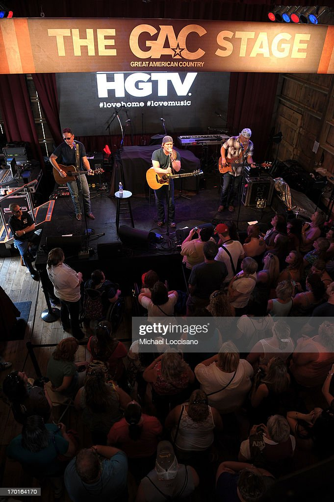 Jerrod Niemann performs at HGTV'S The Lodge At CMA Music Fest - Day 3 on June 8, 2013 in Nashville, Tennessee.