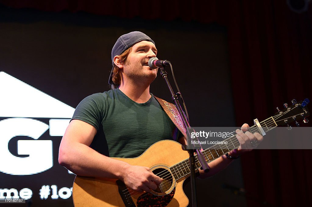 <a gi-track='captionPersonalityLinkClicked' href=/galleries/search?phrase=Jerrod+Niemann&family=editorial&specificpeople=7046531 ng-click='$event.stopPropagation()'>Jerrod Niemann</a> performs at HGTV'S The Lodge At CMA Music Fest - Day 3 on June 8, 2013 in Nashville, Tennessee.