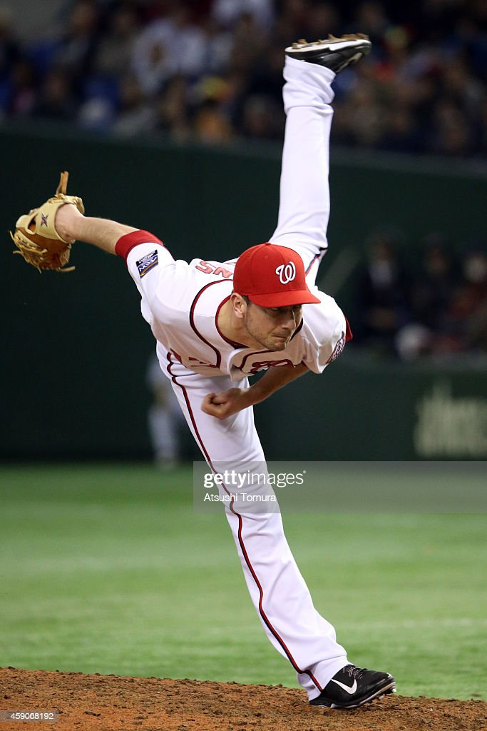 Jerry Blevins #13 of the Washington Nationals pitches against Samurai Japan in the seventh inning during the game four of Samurai Japan and MLB All Stars at Tokyo Dome on November 16, 2014 in Tokyo, Japan.