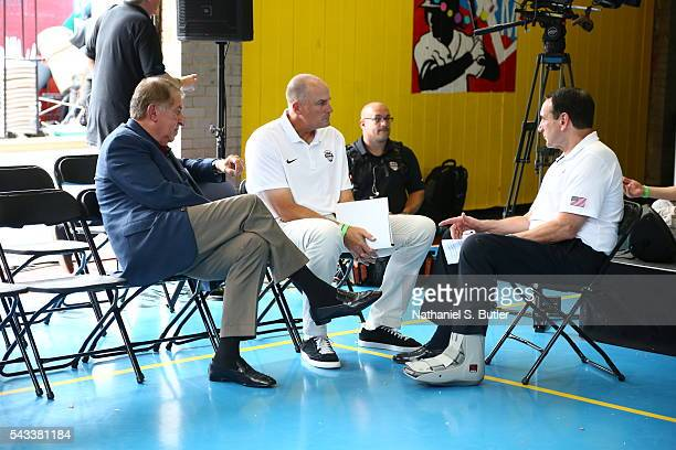 Jerry Colangelo Jay Bilas and Mike Krzyzewski of the 2016 USA Men's Senior National Basketball Team talk during a press conference at Dunleavy...
