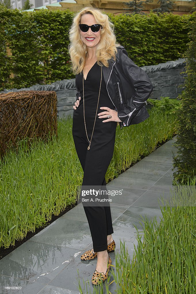 <a gi-track='captionPersonalityLinkClicked' href=/galleries/search?phrase=Jerry+Hall&family=editorial&specificpeople=171120 ng-click='$event.stopPropagation()'>Jerry Hall</a> attends the Chelsea Flower Show press and VIP preview day at Royal Hospital Chelsea on May 20, 2013 in London, England.