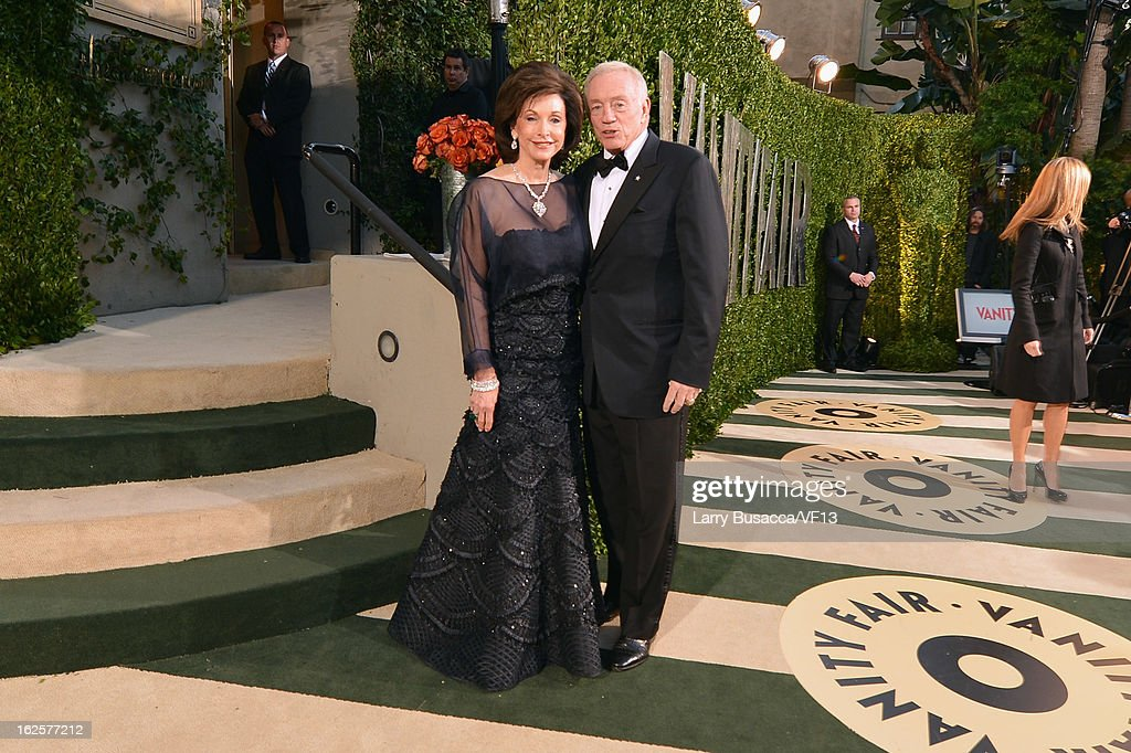 Jerry Jones and Jean Jones arrive for the 2013 Vanity Fair Oscar Party hosted by Graydon Carter at Sunset Tower on February 24, 2013 in West Hollywood, California.