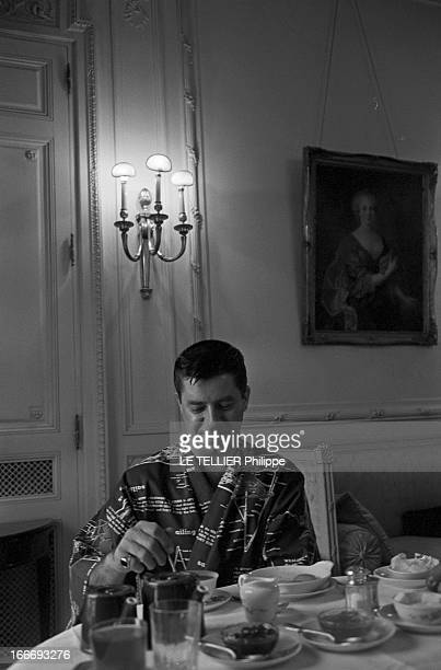 Jerry Lewis And Tony Curtis In Paris For The Shooting 'BoeingBoeing' France Paris 8 avril 1965 A l'occasion du tournage du film 'Boeing Boeing' du...