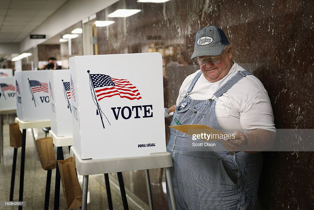 Jerry Nagel fills in his ballot during early voting at the Black Hawk County Courthouse on September 27, 2012 in Waterloo, Iowa. Early voting starts today in Iowa where in the 2008 election 36 percent of voters cast an early ballot.