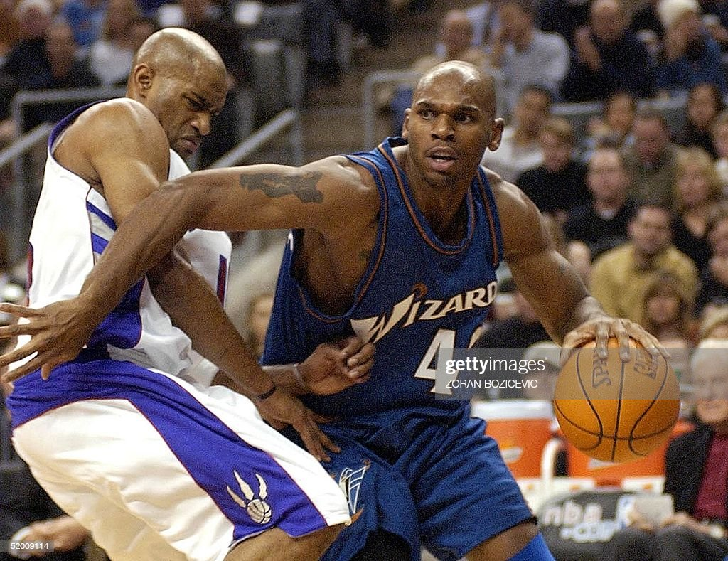 Jerry Stackhouse R of the Washington Wizards pas