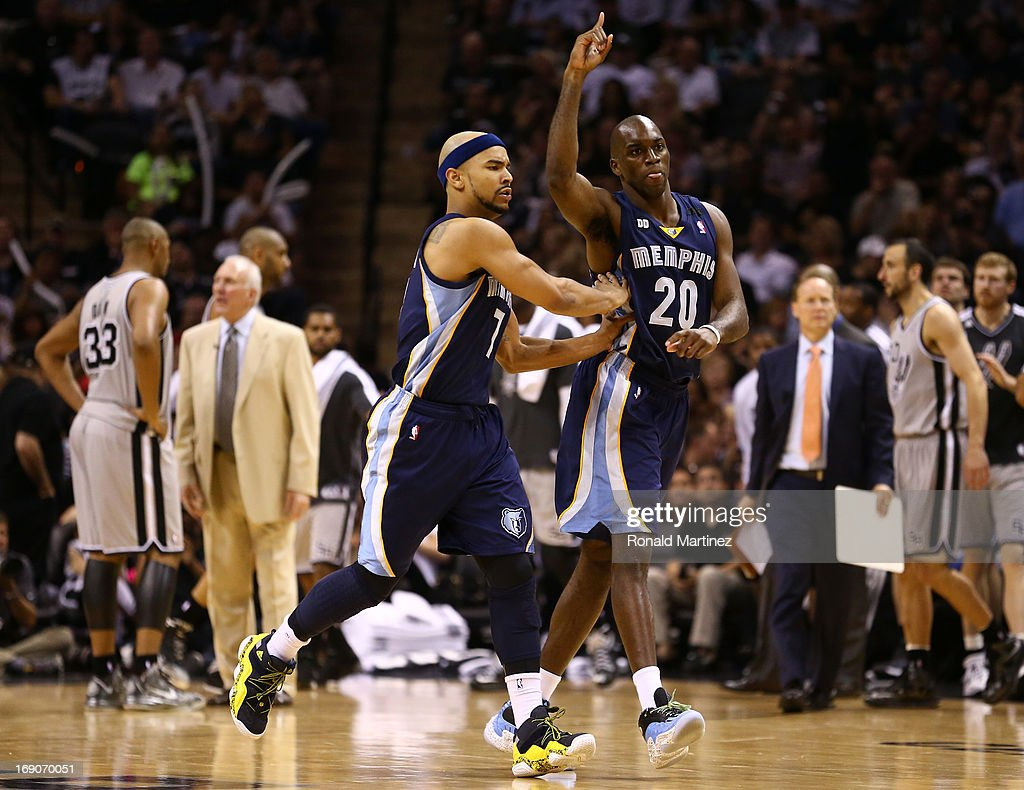 Jerryd Bayless and Quincy Pondexter of the Memphis Grizzlies react in the secon dhalf against the San Antonio Spurs during Game One of the Western...