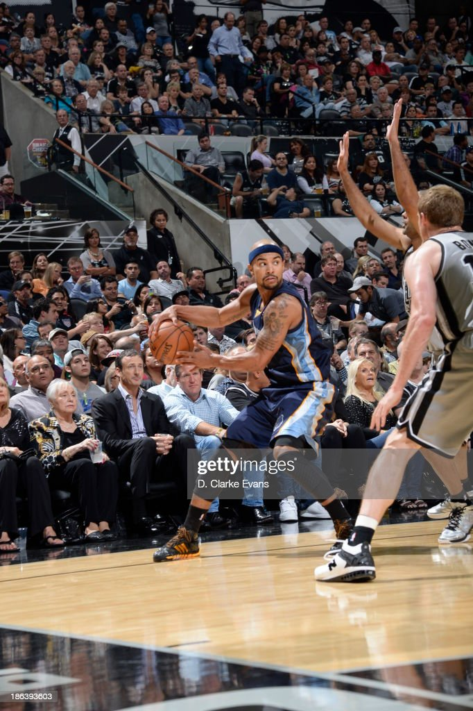 Jerryd Bayless #7 of the Memphis Grizzlies controls the ball against the San Antonio Spurs at the AT&T Center on October 30, 2013 in San Antonio, Texas.
