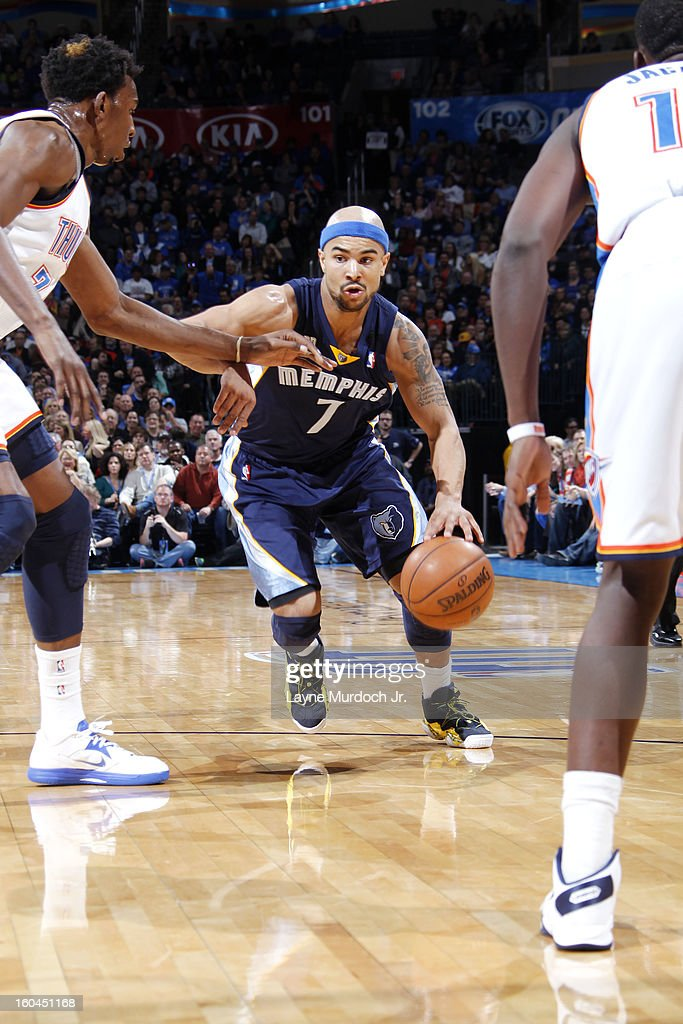 Jerryd Bayless #7 of the Memphis Grizzlies dribbles the ball in traffic against the Oklahoma City Thunder during an NBA game on January 31, 2013 at the Chesapeake Energy Arena in Oklahoma City, Oklahoma.