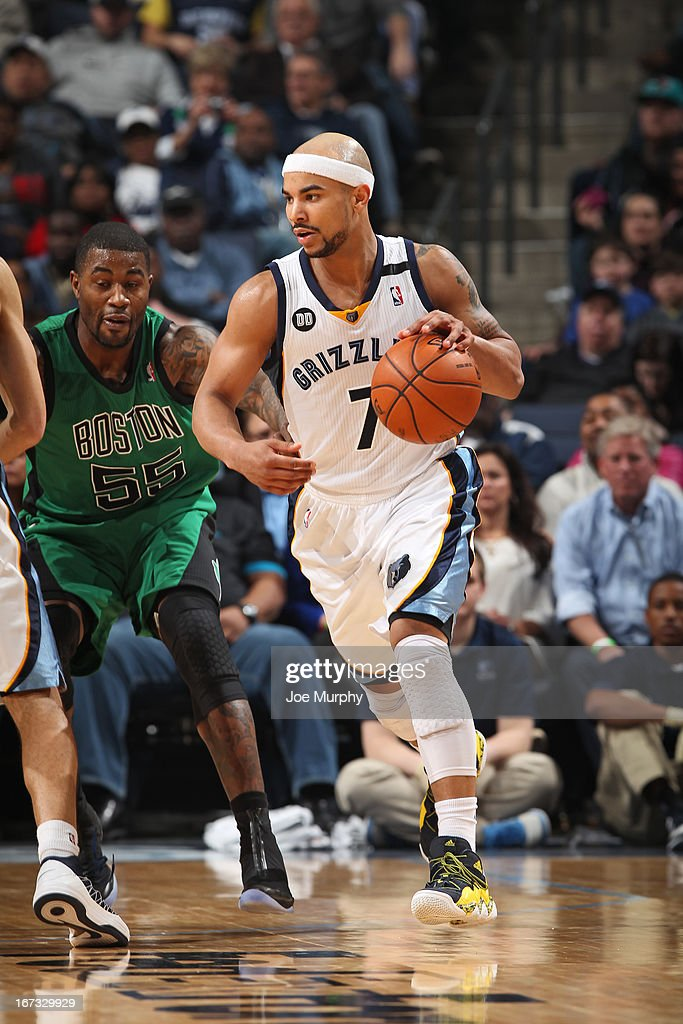 Jerryd Bayless #7 of the Memphis Grizzlies driblles the ball against the Boston Celtics on March 23, 2013 at FedExForum in Memphis, Tennessee.