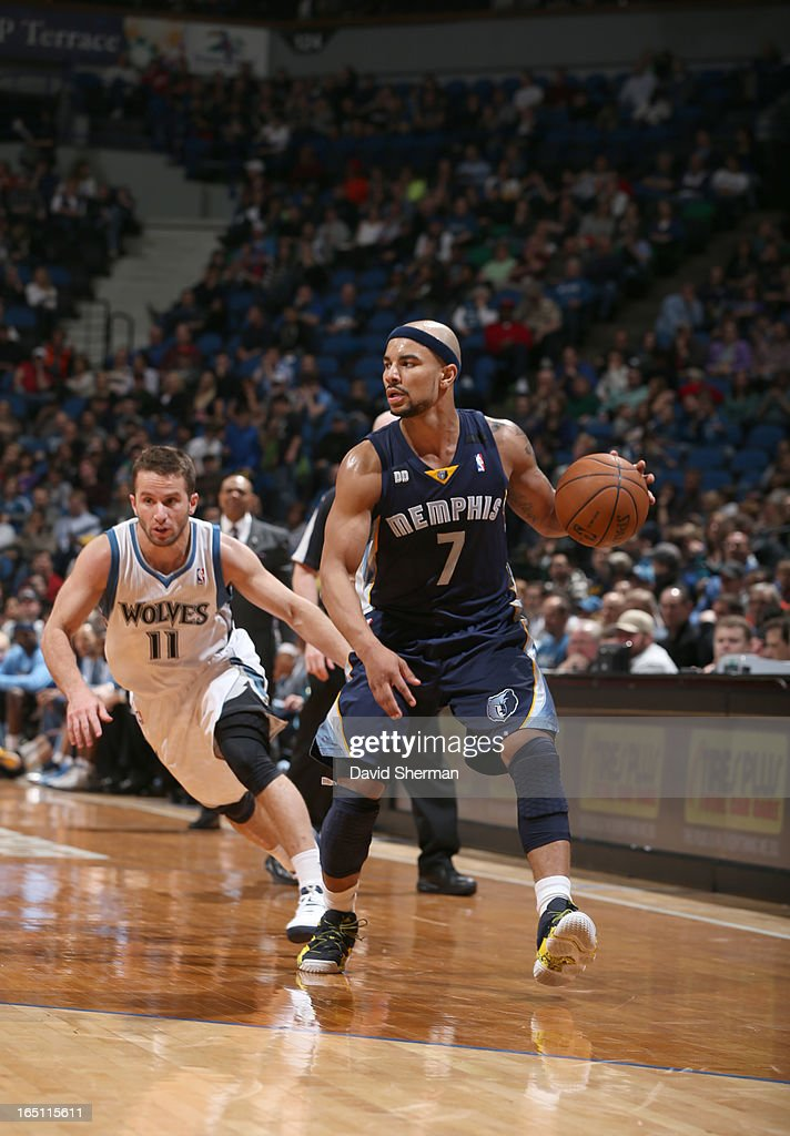 Jerryd Bayless #7 of the Memphis Grizzlies drives against J.J. Barea #11 of the Minnesota Timberwolves during the game between the Memphis Grizzlies and the Minnesota Timberwolves on March 30, 2013 at Target Center in Minneapolis, Minnesota.