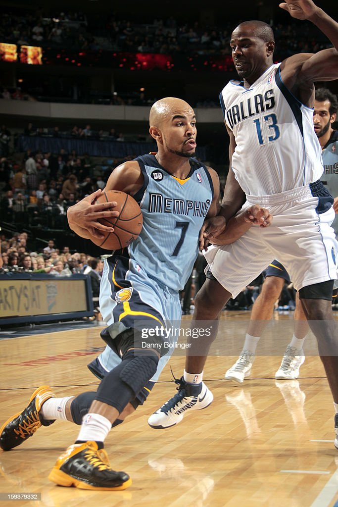 <a gi-track='captionPersonalityLinkClicked' href=/galleries/search?phrase=Jerryd+Bayless&family=editorial&specificpeople=4216027 ng-click='$event.stopPropagation()'>Jerryd Bayless</a> #7 of the Memphis Grizzlies drives against <a gi-track='captionPersonalityLinkClicked' href=/galleries/search?phrase=Mike+James+-+Basketball+Player+-+Born+1975&family=editorial&specificpeople=13541391 ng-click='$event.stopPropagation()'>Mike James</a> #13 of the Dallas Mavericks on January 12, 2013 at the American Airlines Center in Dallas, Texas.
