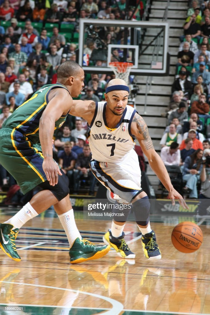 <a gi-track='captionPersonalityLinkClicked' href=/galleries/search?phrase=Jerryd+Bayless&family=editorial&specificpeople=4216027 ng-click='$event.stopPropagation()'>Jerryd Bayless</a> #7 of the Memphis Grizzlies drives against <a gi-track='captionPersonalityLinkClicked' href=/galleries/search?phrase=Randy+Foye&family=editorial&specificpeople=240185 ng-click='$event.stopPropagation()'>Randy Foye</a> #8 of the Utah Jazz at Energy Solutions Arena on March 16, 2013 in Salt Lake City, Utah.