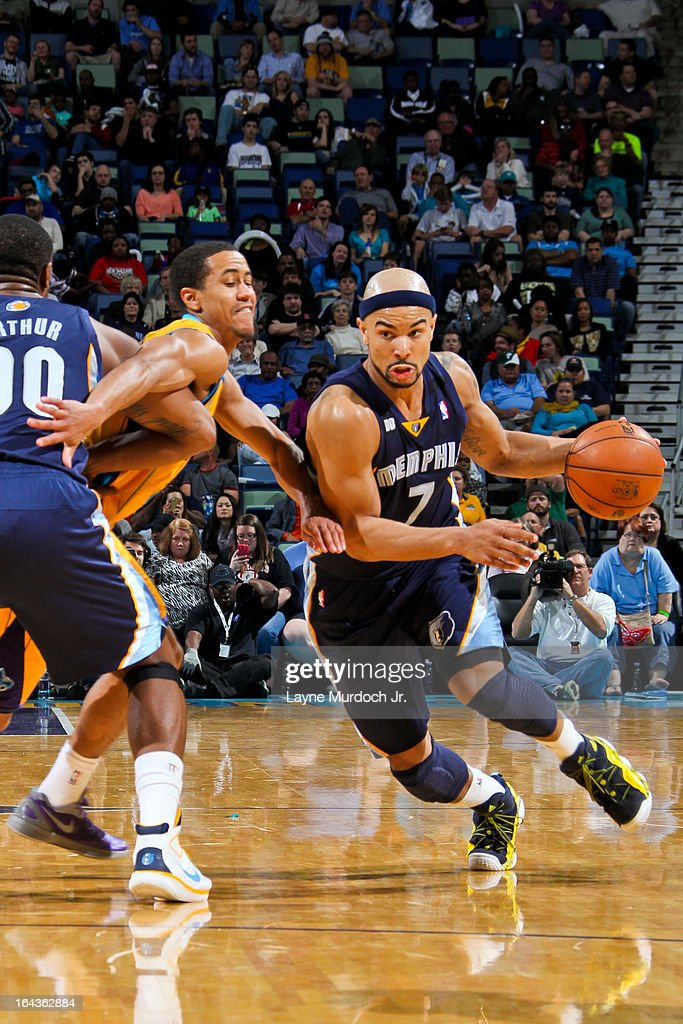 <a gi-track='captionPersonalityLinkClicked' href=/galleries/search?phrase=Jerryd+Bayless&family=editorial&specificpeople=4216027 ng-click='$event.stopPropagation()'>Jerryd Bayless</a> #7 of the Memphis Grizzlies drives on a screen by teammate <a gi-track='captionPersonalityLinkClicked' href=/galleries/search?phrase=Darrell+Arthur&family=editorial&specificpeople=4102032 ng-click='$event.stopPropagation()'>Darrell Arthur</a> #00 against Brian Roberts #22 of the New Orleans Hornets on March 22, 2013 at the New Orleans Arena in New Orleans, Louisiana.