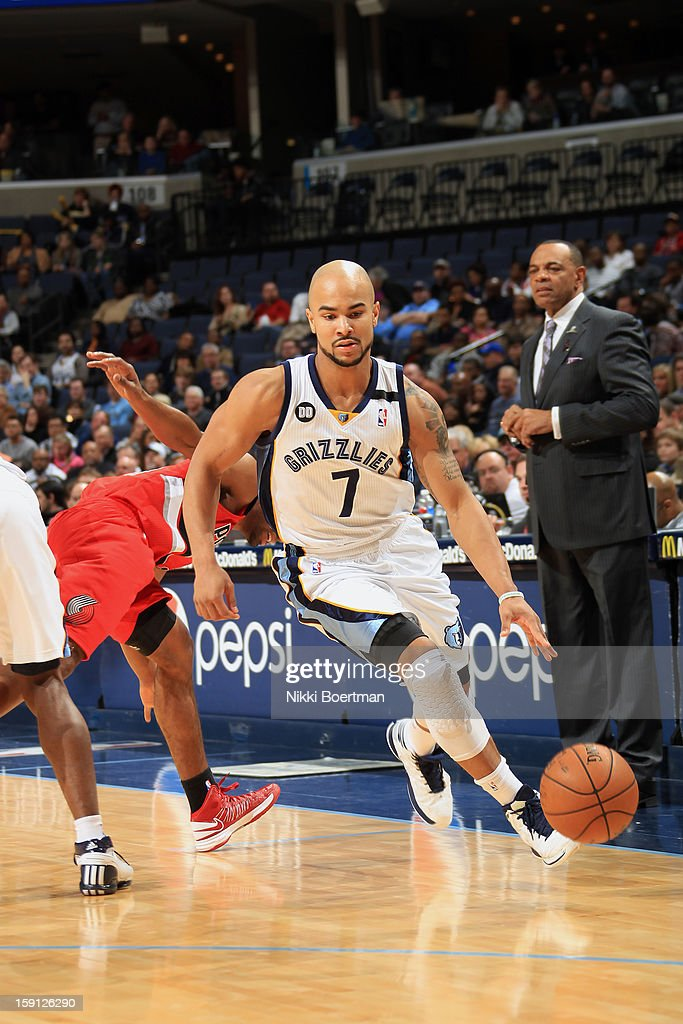 <a gi-track='captionPersonalityLinkClicked' href=/galleries/search?phrase=Jerryd+Bayless&family=editorial&specificpeople=4216027 ng-click='$event.stopPropagation()'>Jerryd Bayless</a> #7 of the Memphis Grizzlies drives to the basket against the Portland Trail Blazers on January 4, 2013 at FedExForum in Memphis, Tennessee.