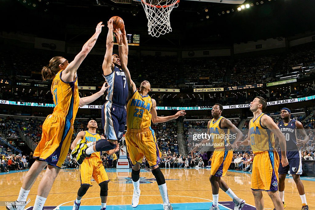 Jerryd Bayless #7 of the Memphis Grizzlies drives to the basket against Anthony Davis #23 and Lou Amundson #17 of the New Orleans Hornets on March 22, 2013 at the New Orleans Arena in New Orleans, Louisiana.