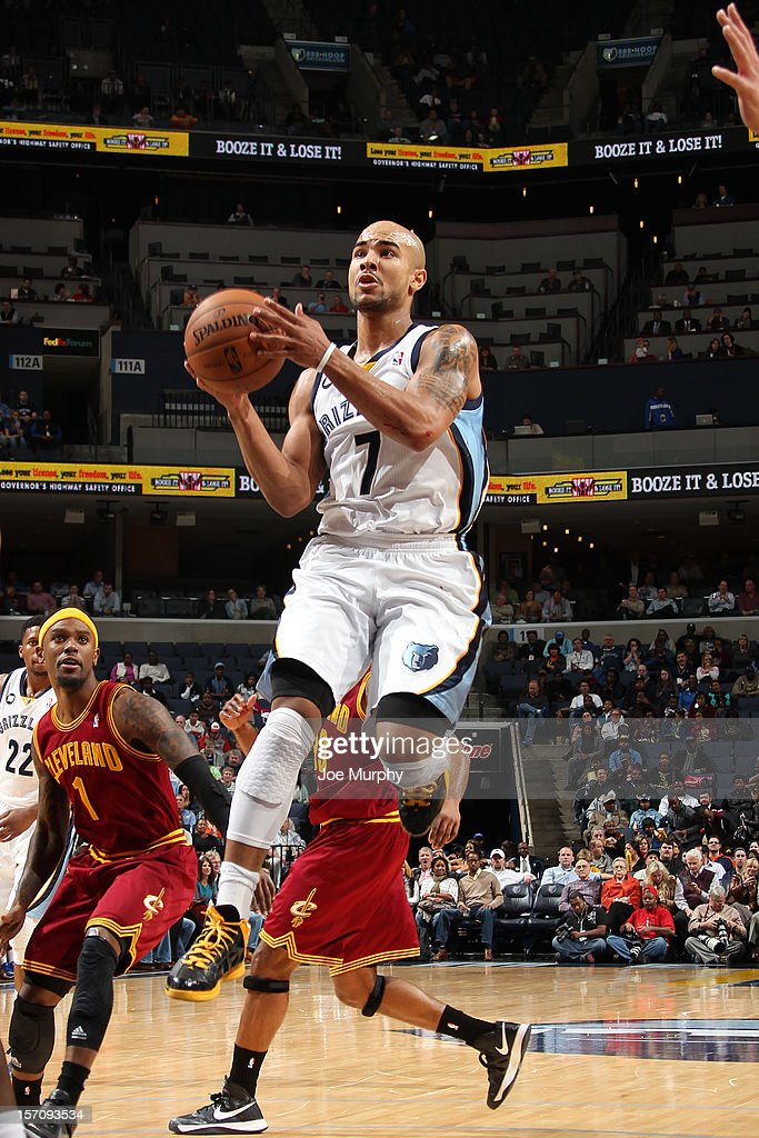<a gi-track='captionPersonalityLinkClicked' href=/galleries/search?phrase=Jerryd+Bayless&family=editorial&specificpeople=4216027 ng-click='$event.stopPropagation()'>Jerryd Bayless</a> #7 of the Memphis Grizzlies goes to the basket against the Cleveland Cavaliers on November 26, 2012 at FedExForum in Memphis, Tennessee.