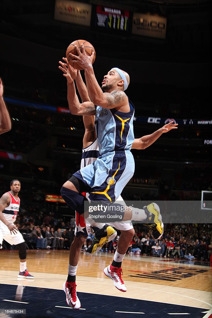 <a gi-track='captionPersonalityLinkClicked' href=/galleries/search?phrase=Jerryd+Bayless&family=editorial&specificpeople=4216027 ng-click='$event.stopPropagation()'>Jerryd Bayless</a> #7 of the Memphis Grizzlies goes to the basket against the Washington Wizards at the Verizon Center on March 25, 2013 in Washington, DC.