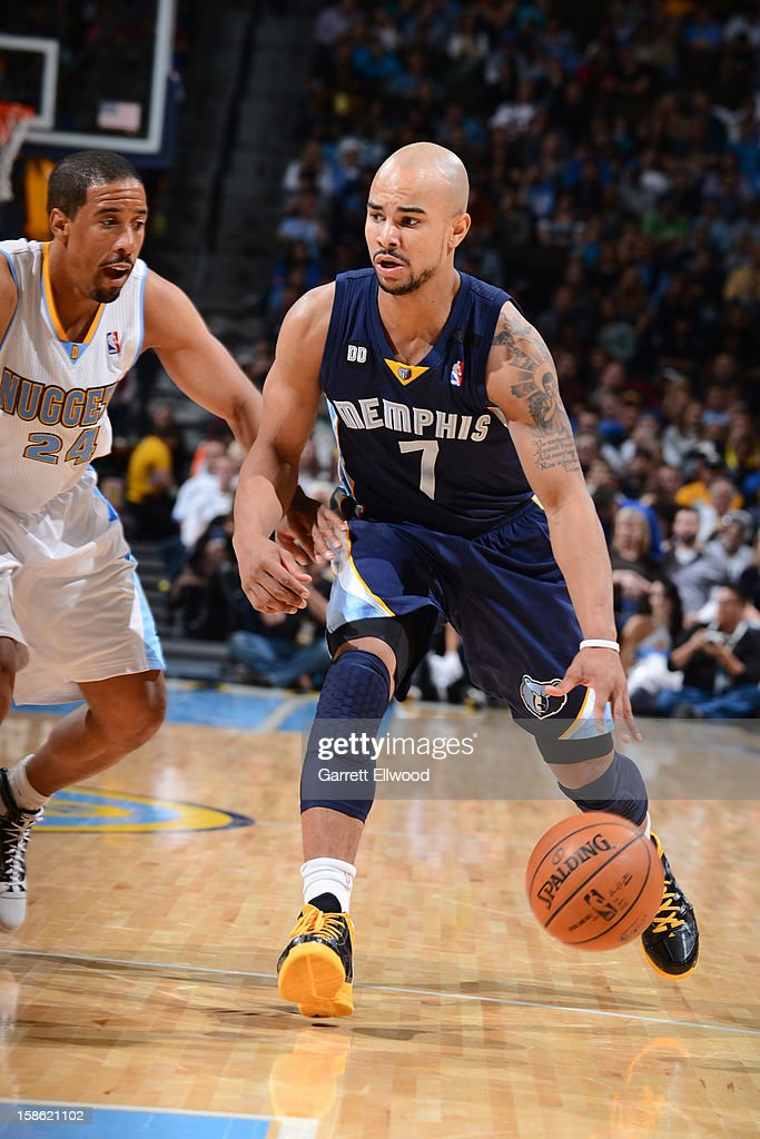 <a gi-track='captionPersonalityLinkClicked' href=/galleries/search?phrase=Jerryd+Bayless&family=editorial&specificpeople=4216027 ng-click='$event.stopPropagation()'>Jerryd Bayless</a> #7 of the Memphis Grizzlies handles the ball against <a gi-track='captionPersonalityLinkClicked' href=/galleries/search?phrase=Andre+Miller&family=editorial&specificpeople=201678 ng-click='$event.stopPropagation()'>Andre Miller</a> #24 of the Denver Nuggets on December 14, 2012 at the Pepsi Center in Denver, Colorado.