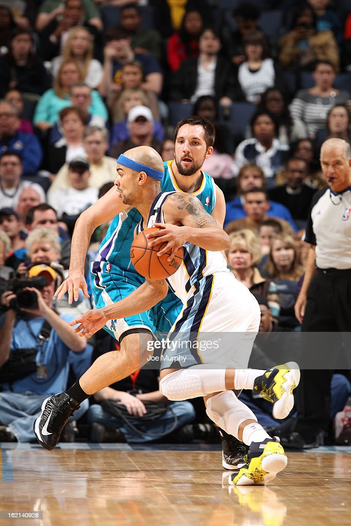 <a gi-track='captionPersonalityLinkClicked' href=/galleries/search?phrase=Jerryd+Bayless&family=editorial&specificpeople=4216027 ng-click='$event.stopPropagation()'>Jerryd Bayless</a> #7 of the Memphis Grizzlies handles the ball against Ryan Anderson #33 of the New Orleans Hornets on January 27, 2013 at FedExForum in Memphis, Tennessee.