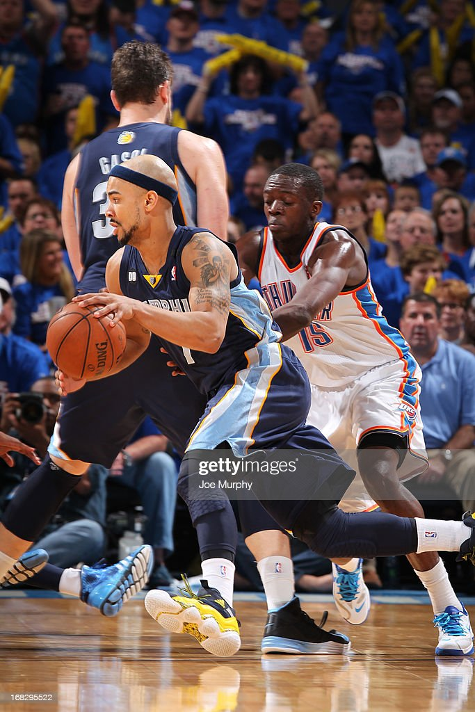 <a gi-track='captionPersonalityLinkClicked' href=/galleries/search?phrase=Jerryd+Bayless&family=editorial&specificpeople=4216027 ng-click='$event.stopPropagation()'>Jerryd Bayless</a> #7 of the Memphis Grizzlies handles the ball against the Oklahoma City Thunder in Game Two of the Western Conference Semifinals during the 2013 NBA Playoffs on May 7, 2013 at the Chesapeake Energy Arena in Oklahoma City, Oklahoma.