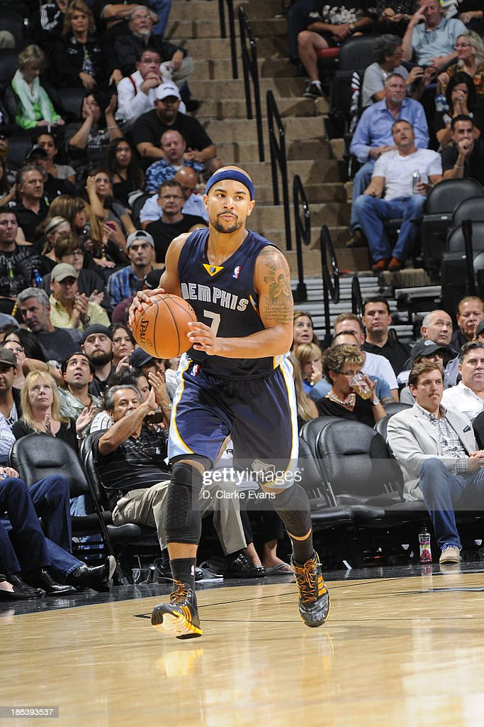 Jerryd Bayless #7 of the Memphis Grizzlies moves the ball up-court against the San Antonio Spurs at the AT&T Center on October 30, 2013 in San Antonio, Texas.