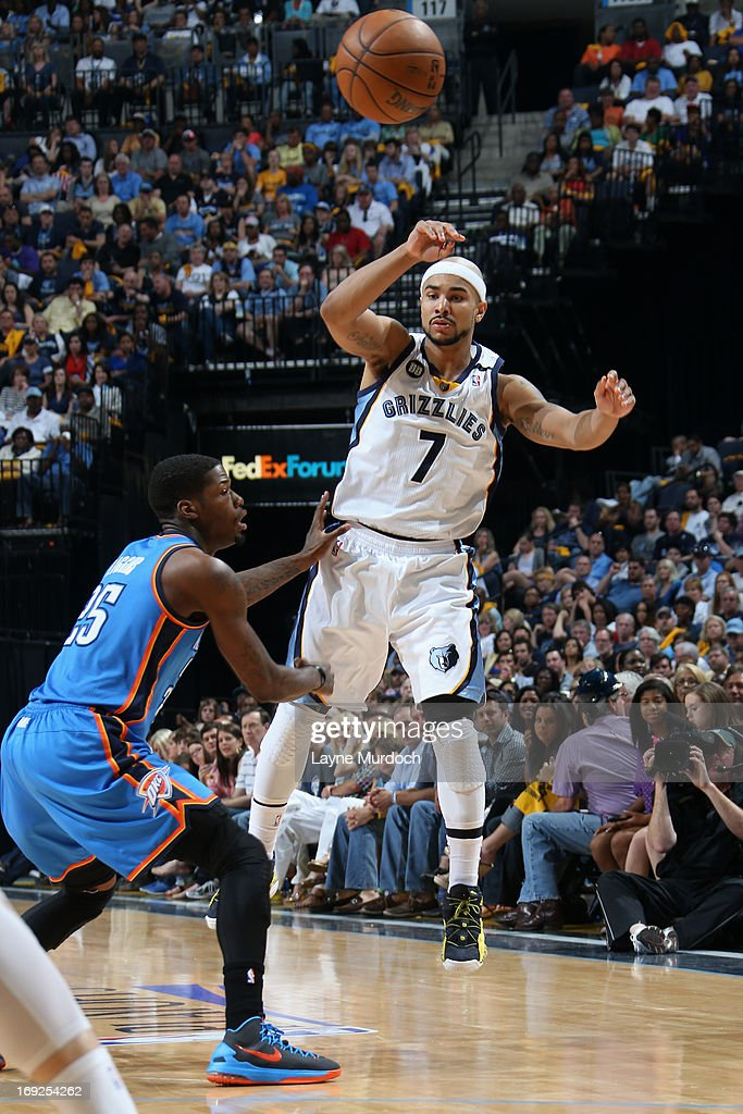 <a gi-track='captionPersonalityLinkClicked' href=/galleries/search?phrase=Jerryd+Bayless&family=editorial&specificpeople=4216027 ng-click='$event.stopPropagation()'>Jerryd Bayless</a> #7 of the Memphis Grizzlies passes the ball against the Oklahoma City Thunder in Game Three of the Western Conference Semifinals during the 2013 NBA Playoffs on May 11, 2013 at FedExForum in Memphis, Tennessee.